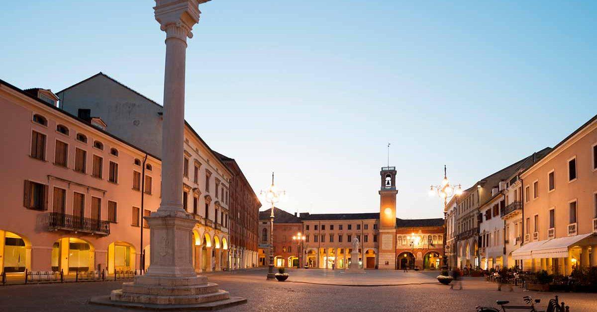 01-rovigo-piazza-vittorio-sera